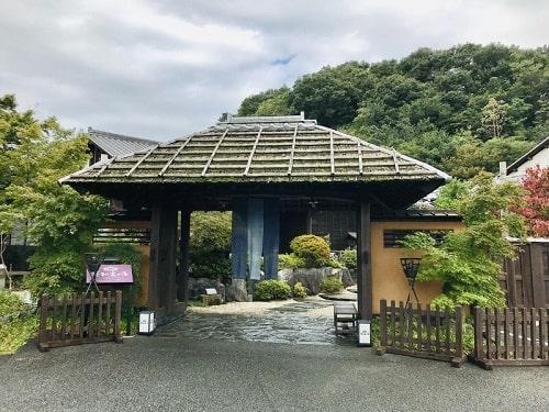 花和楽の湯正面玄関