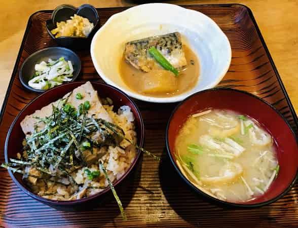 豆腐茶飯定食