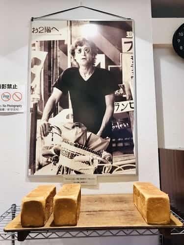 店内にはジョンレノンの写真が飾ってあります