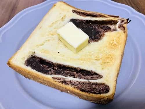 トーストしてバターを乗せて